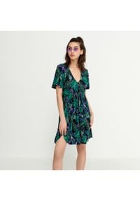 House - Sukienka babydoll w roślinny print - Wielobarwny. Wzór: nadruk
