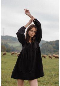 Marsala - Elegancka sukienka oversize z popeliny w kolorze czarnym - PARMA BLACK BY MARSALA. Typ kołnierza: dekolt w kształcie V. Kolekcja: moda ciążowa. Kolor: czarny. Materiał: bawełna, len, materiał. Wzór: gładki. Typ sukienki: oversize. Styl: elegancki