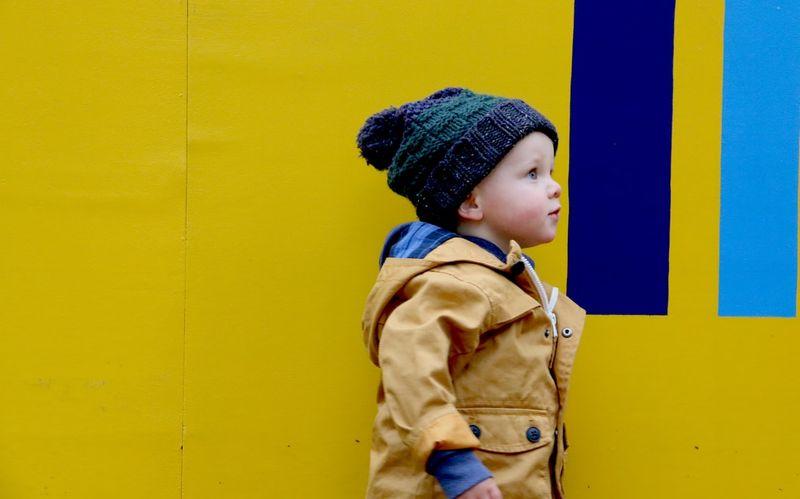 chłopiec w zimowej czapce