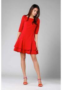 Nommo - Czerwona Prosta Sukienka z Podwójną Falbanką u Dołu. Kolor: czerwony. Materiał: wiskoza, poliester. Typ sukienki: proste