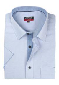 Elegancka koszula wizytowa Jurel. Okazja: do pracy, na spotkanie biznesowe. Kolor: niebieski. Materiał: bawełna. Długość rękawa: krótki rękaw. Długość: krótkie. Styl: wizytowy, elegancki