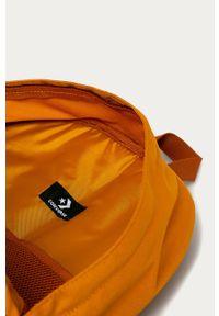 Pomarańczowy plecak Converse z aplikacjami