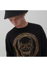 Reserved - Czarna bluza z nadrukiem - Czarny. Kolor: czarny. Wzór: nadruk