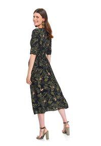 TOP SECRET - Sukienka z gumą w talii. Okazja: do pracy. Kolor: czarny. Materiał: guma. Długość rękawa: krótki rękaw. Sezon: wiosna. Styl: elegancki