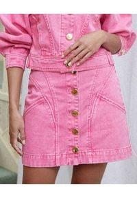 ACLER - Różowa spódnica mini z jeansu Florence. Stan: podwyższony. Kolor: fioletowy, różowy, wielokolorowy. Materiał: jeans. Sezon: lato
