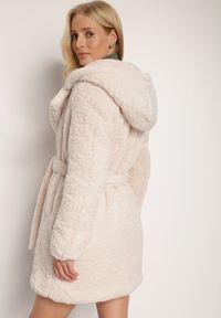 Renee - Kremowy Płaszcz Rhenonia. Kolor: beżowy. Materiał: tkanina, futro, materiał