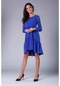 Niebieska sukienka rozkloszowana Nommo z falbankami