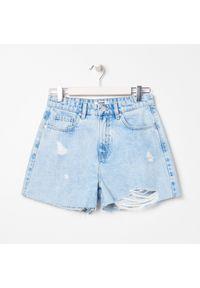 Sinsay - Szorty jeansowe z wysokim stanem - Niebieski. Stan: podwyższony. Kolor: niebieski. Materiał: jeans
