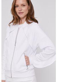 DKNY - Dkny - Bluza. Kolor: biały. Materiał: dzianina. Długość rękawa: raglanowy rękaw. Wzór: melanż