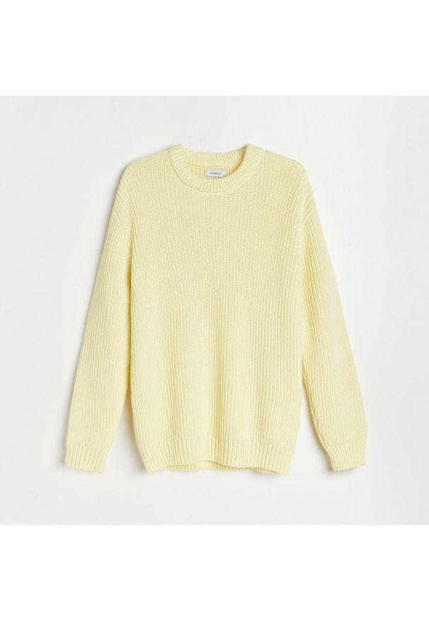 Żółty sweter Reserved ze splotem
