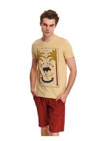 Żółty t-shirt TOP SECRET na co dzień, z klasycznym kołnierzykiem, z nadrukiem, na lato