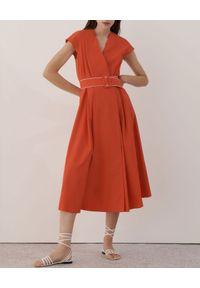 Marella - MARELLA - Pomarańczowa sukienka midi Numero. Okazja: na randkę. Kolor: pomarańczowy. Materiał: bawełna, elastan. Typ sukienki: kopertowe, rozkloszowane. Styl: klasyczny. Długość: midi