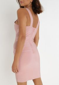 Born2be - Różowa Sukienka Adrialee. Typ kołnierza: dekolt w kształcie V. Kolor: różowy. Materiał: tiul. Długość rękawa: na ramiączkach. Typ sukienki: dopasowane. Długość: mini