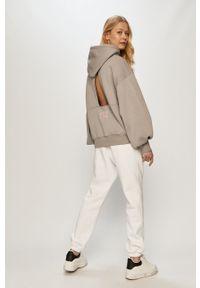 Białe spodnie dresowe gładkie