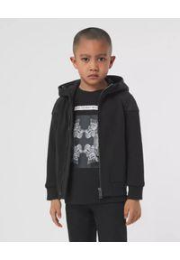 BURBERRY CHILDREN - Czarna bluza z pikowaniem w logo 4-14 lat. Typ kołnierza: kaptur. Kolor: czarny. Materiał: bawełna. Długość rękawa: długi rękaw. Długość: długie. Sezon: lato