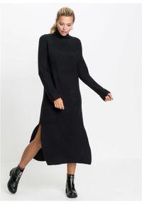 Sukienka dzianinowa z golfem bonprix czarny. Typ kołnierza: golf. Kolor: czarny. Materiał: dzianina