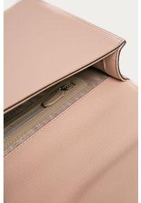 Różowa kopertówka DKNY na ramię, mała, skórzana