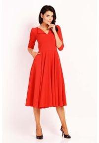 Nommo - Czerwona Elegancka Rozkloszowana Sukienka z Wykładanym Kołnierzem. Kolor: czerwony. Materiał: poliester, wiskoza. Styl: elegancki
