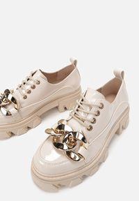 Renee - Beżowe Półbuty Kersen. Wysokość cholewki: przed kostkę. Nosek buta: okrągły. Kolor: beżowy. Materiał: lakier. Szerokość cholewki: normalna. Obcas: na platformie. Styl: klasyczny