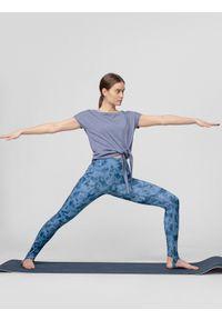 Niebieska koszulka sportowa 4f na jogę i pilates