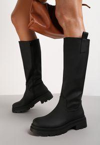 Renee - Czarne Kozaki Dynina. Wysokość cholewki: przed kolano. Nosek buta: okrągły. Zapięcie: zamek. Kolor: czarny. Materiał: skóra. Szerokość cholewki: normalna. Wzór: gładki, aplikacja