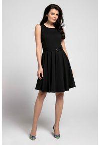 Nommo - Czarna Rozkloszowana Sukienka bez Rękawów z Ozdobnym Paskiem. Kolor: czarny. Materiał: wiskoza, poliester. Długość rękawa: bez rękawów
