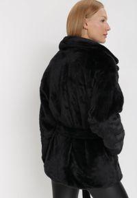 Born2be - Czarna Kurtka Borphine. Typ kołnierza: golf. Kolor: czarny. Materiał: jeans, futro, materiał