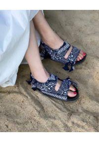 ARIZONA LOVE - Czarne sandały Apache Bandana. Zapięcie: rzepy. Kolor: czarny. Materiał: bawełna. Wzór: paski