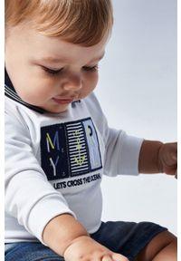 Biała bluza Mayoral na co dzień, casualowa, bez kaptura, z aplikacjami