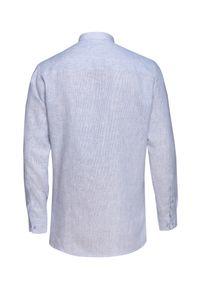 VEVA - Męska Koszula Lniana w Błękitne paski Kieszeń Trójkątna. Okazja: na co dzień. Typ kołnierza: kołnierzyk stójkowy. Kolor: niebieski. Materiał: len. Długość rękawa: długi rękaw. Długość: długie. Wzór: paski. Styl: casual