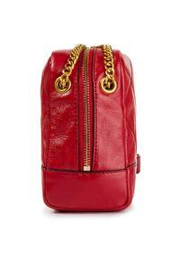 Czerwona listonoszka DKNY