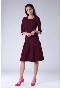 Nommo - Bordowa Wizytowa Sukienka z Obniżonym Stanem. Kolor: czerwony. Materiał: wiskoza, poliester. Styl: wizytowy