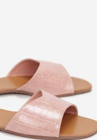 Born2be - Różowe Klapki Nyshali. Kolor: różowy. Materiał: skóra. Wzór: motyw zwierzęcy, aplikacja. Obcas: na płaskiej podeszwie