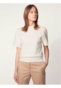 Beżowy sweter klasyczny BOSS