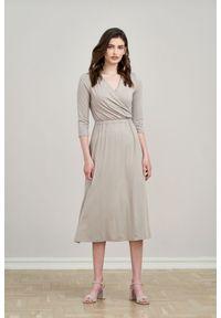 Beżowa sukienka Marie Zélie z kopertowym dekoltem, z krótkim rękawem, prosta