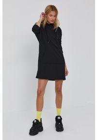 Vero Moda - Sukienka. Typ kołnierza: kaptur. Kolor: czarny. Materiał: bawełna, dzianina, materiał. Długość rękawa: długi rękaw. Wzór: gładki