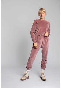MOE - Spodnie Joggers z Welurowej Dzianiny - Różowe. Kolor: różowy. Materiał: welur, dzianina