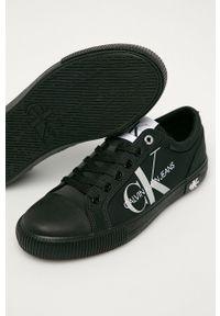 Czarne tenisówki Calvin Klein Jeans z okrągłym noskiem, na obcasie