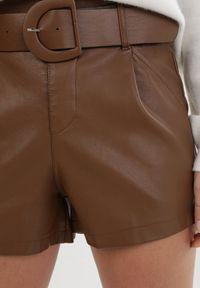 Born2be - Brązowe Szorty Mildsong. Stan: podwyższony. Kolor: brązowy. Długość: krótkie