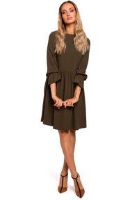 MOE - Romantyczna sukienka z odcięciem w talii. Materiał: materiał, elastan. Typ sukienki: dopasowane
