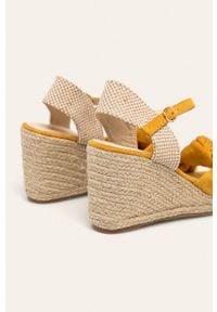 Żółte sandały ANSWEAR na klamry