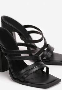 Born2be - Czarne Klapki Thyestukas. Nosek buta: otwarty. Kolor: czarny. Obcas: na słupku. Styl: elegancki