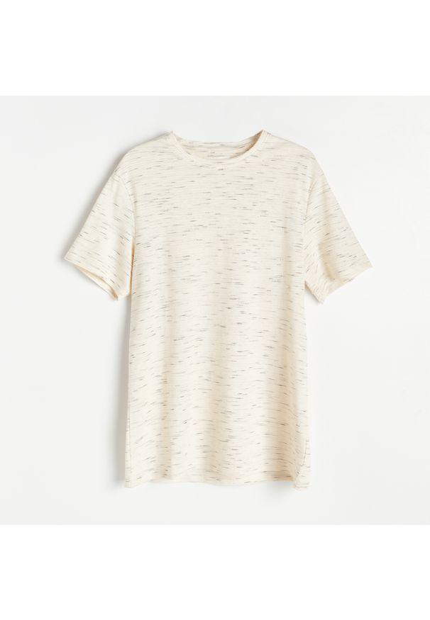 Reserved - Melanżowa koszulka basic - Beżowy. Kolor: beżowy. Wzór: melanż