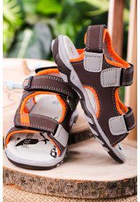 Brązowe sandały Casu na rzepy