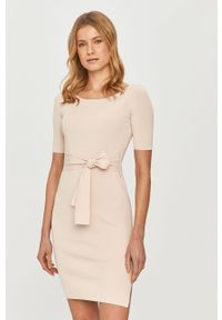 Różowa sukienka Guess gładkie, mini