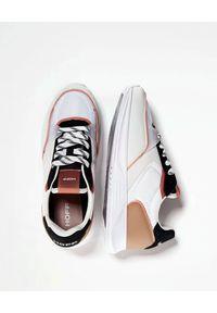 HOFF - Białe sneakersy Wynwood. Okazja: na co dzień. Kolor: biały. Materiał: guma, materiał, zamsz. Wzór: nadruk