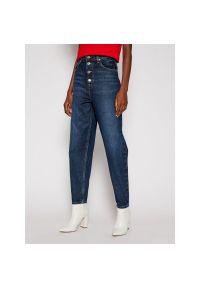 Niebieskie boyfriendy Tommy Jeans