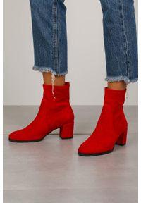 Czerwone botki Sergio Leone na wiosnę, na co dzień, w kolorowe wzory, bez zapięcia