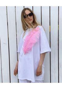 T-DRESS - Biała sukienka mini JUST AMAZING. Kolor: biały. Materiał: bawełna. Typ sukienki: oversize. Długość: mini