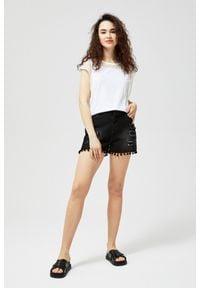 MOODO - Szorty jeansowe typu high waist. Stan: podwyższony. Materiał: jeans
